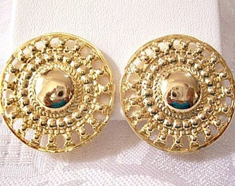 Medallion Bead Disc Clip On Earrings Gold Tone Vintage Sarah Coventry Extra Large Round Slotted Raised Nail Heads Pinpoint Backs
