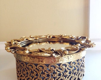 Vintage Stylebuilt Accessories Leaf Pattern Ormolu Powder Box