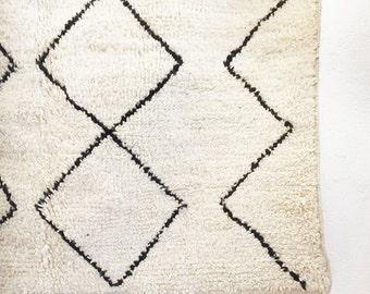 "BENI OUARAIN RUG - Vintage Moroccan Wool Rug - ""Diamonds"""