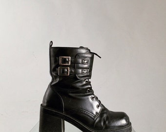 90's Chunky Black Faux Leather Grunge Heel Buckle Boots // 8.5