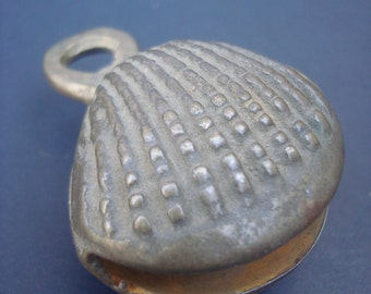 Very rare shell shaped bell, clear ringing sound, keyhanger, beach, sea, summer