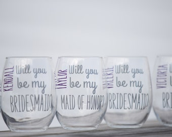 Will you be my Bridesmaid? Bridesmaid gift stemless wine glass. Personalized Maid of honor proposal Dark gray and plum purple wedding scheme