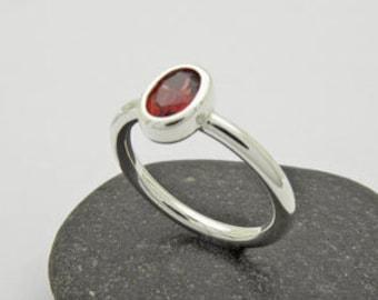 Garnet ring in silver 925