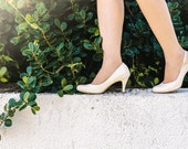 Wedding pumps / vegan shoes for bride / stunning bridal shoes / high heel shoes / cream colored vegan leather / animal friendly shoes