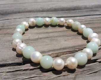 Gorgeous aquamarine and freshwater pearl stretch beaded bracelet