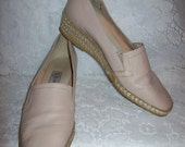 Vintage Ladies Tan Leather Slip On Wedges by Andre Assous Size 8 1/2 Only 8 USD