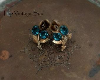 Vintage 1950's Aqua Flower Screw Back Earrings, Flower Earrings, Era Floral Earrings