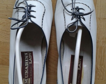 Vintage Ladies shoes 1980s does Flapper/Garconne style - Oxford lace up, Off white leather, Size circa US 6 .5 - circa UK 4 - IT 36.5