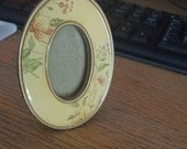 Styled by buckler's Inc.  pretty little picture frame gold metal with tiny wild flowers Oval shaped FREE shipping USA