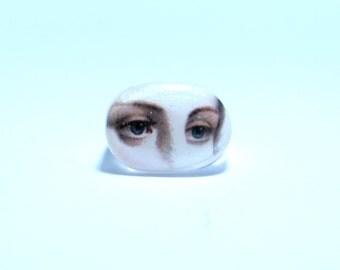 Lover's eye, resin ring, Eye ring.  Modern Jewelry. Gift for her, lips, kiss, face,