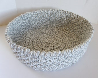 Cat Bed, Rag Rug Inspired Crocheted Travel Cat Bed Round, Large Crochet Storage Basket in Grey with Winter White, Soft , Foldable Pet Beds