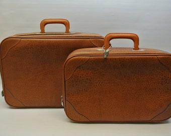 Pair of overnight suitcases - caramel brown - with keys