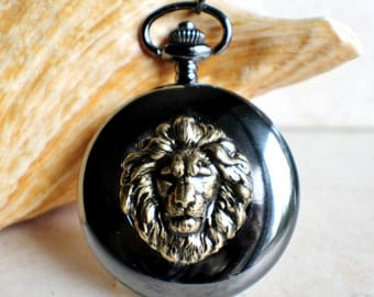 Lion pocket watch, men's mechanical pocket watch in black with bronze lion mounted on front cover