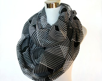 Black & White Chevron  Scarf -  Infinity Zig Zag 2Loop Cowl Circle Scarf Shawl loop scarf Chevron Scarves Gift Idea soft  white schal  wrap