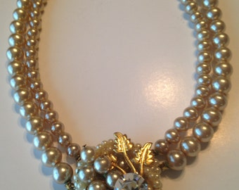 Vintage Champagne Pearls Choker Necklace ~ Double Strand ~ Center Medallion ~ Lg Rhinestone ~ Gold Leaves ~ NICE