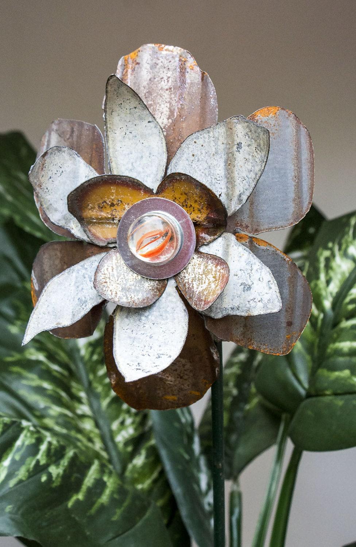 Rusty metal yard art flower sculpture indoor outdoor wall for Outdoor wall flowers