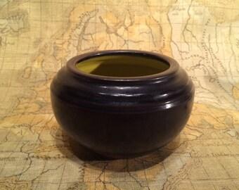 Black pot yellow