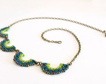 Collar macramè necklace with beads green geometric