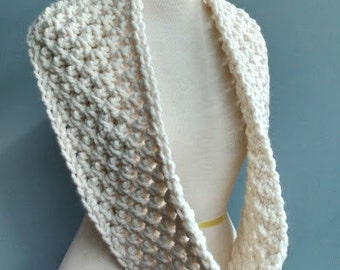 Womens Winter Chunky Cowl Infinity Textured Scarf Neckwarmer / Cream