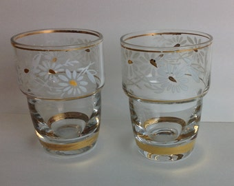 Dainty Pair of Hand Painted Aperitif Cordial Glasses with Hand Painted Daisy Dainty Shot Glasses 1930's Vintage Barware Ladies Bar