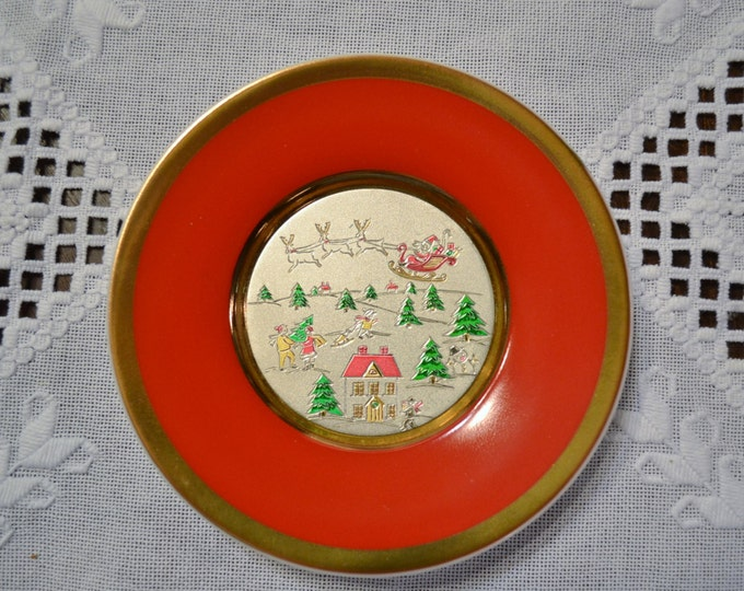 Vintage Chokin Christmas Plate Santa Claus and Sleigh Winter Scene Red Green Gold Japan Panchosporch