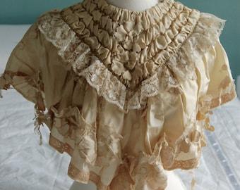 Victorian cream lace capelet / pelerine