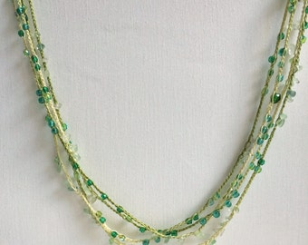 Green shades chain beaded crochet necklace