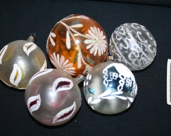 Vintage 5-pcs Christmas Balls Ornaments Hand Painted Marked Czechoslovakia