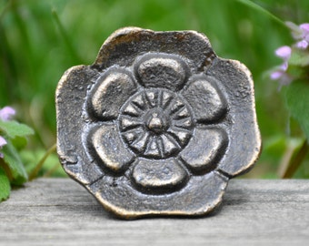 Flower knob/metal flower knob/cabinet knob/drawer pull/metal knob/cast iron knob/tulip/rose/decorative knob/furniture hardware/unique knob