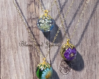 Nature orb necklace (4), Pressed flower necklace, Real flowers jewerly, Gold necklace, floral  necklace, Resin flower, Botanical jewelry
