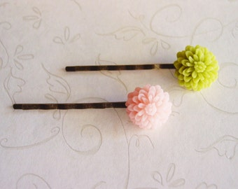 Pair of Apple Green and Pale Blush Pink Chrysanthemum Bobby Pins, Pink Flower Hair Pins in Antique Bronze, Spring Hair Accessories