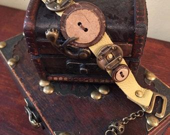 Button strap bracelet