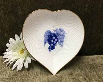 Mikasa White Bone China Heart Shaped Dish, Fruit Bouquet pattern, Mikasa Fruit Bouquet, Gold Trim, Heart Dish with Grapes, Japan