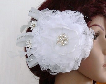 Fascinator, floral hair clip, hair accessories Bridal, Bridal jewelry, headpieces wedding, flower, white, rhinestone, hair comb, hair clip