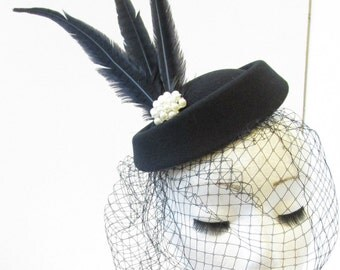 Black Pillbox Hat Birdcage Veil Feather Fascinator Headpiece Pearl Vintage 1940s T84