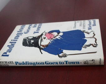 Paddington Goes to Town by Michael Bond. Ilustrated by Peggy Fortnum. Hardback.