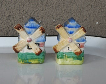 Vintage Windmill Salt and Pepper Shakers, Dutch Windmill Salt and Pepper Shakers, 1950s Kitsch, Made in Japan, Midcentury