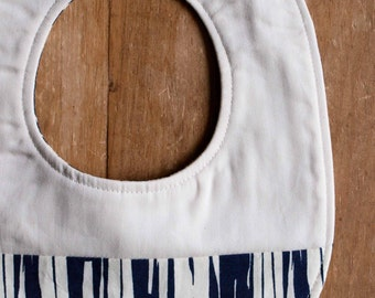 Navy Baby Bib; Modern Woodgrain Teething Bib; Organic Cotton Drool Bib; Navy and Cream Baby Bib; Handmade Baby Shower Gift; Faux Bois Dusk
