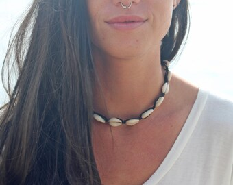 Cowrie Shell Choker,  Beach Necklace, Macrame Necklace,  Hemp  Jewelry, Surf Jewelry