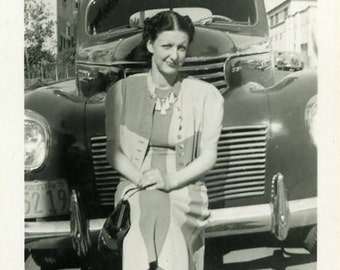"""Vernacular Photo """"Front Bumper Rest Stop"""" Classic Car Automobile Road Trip Traveling Americana Woman Girl Snapshot Vintage Picture - 12"""