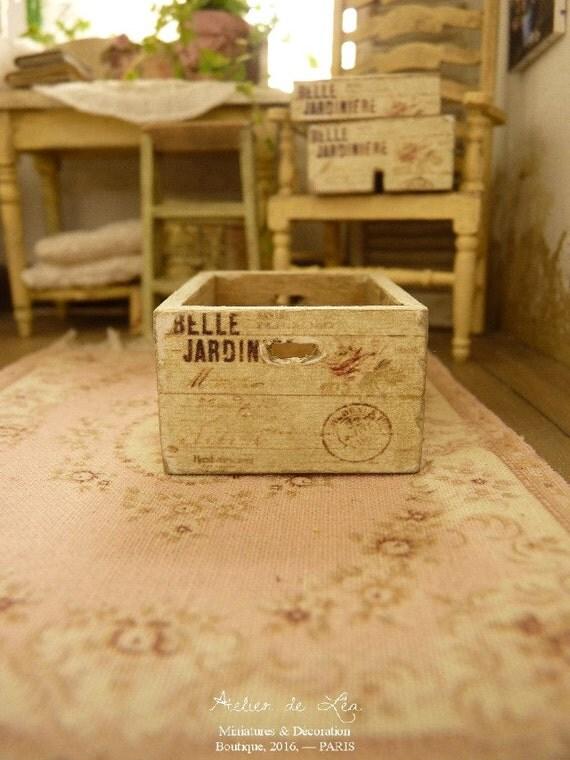 Cassa in miniatura in legno shabby pallido belle for Scala in legno shabby
