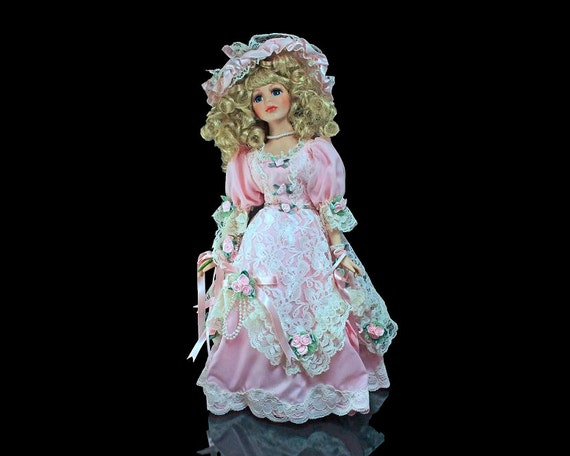 Heritage Signature Porcelain Doll, Savannah, Southern Romance, Victorian Doll, Pink Dress with Lace, Roses, Beads, Hand Painted, Parasol