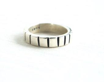 Heavy Sterling Ring Band Size 6 .5 Vintage Mexican Silver Vertical Lined Stacking Ring Stackable Jewelry