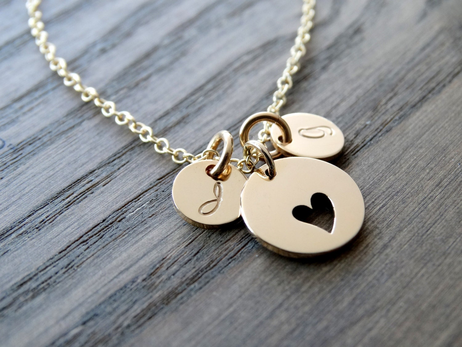 gold initial necklace heart necklace with initials mother. Black Bedroom Furniture Sets. Home Design Ideas