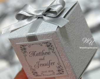 Wedding bonbonniere - Favor box with silver bow - White candy box with satin ribbon and doubled bow - White textured & Silver