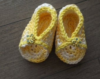 Hat Sun and yellow Sandals 3 months