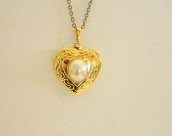 Shiny Gold Tone Pearl Heart Photo Locket Pendant Necklace