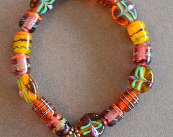 Lovely bracelet made with glass beads and a tree of life pendant, a lovely gift for you or someone you love!