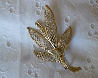1 antique brooch