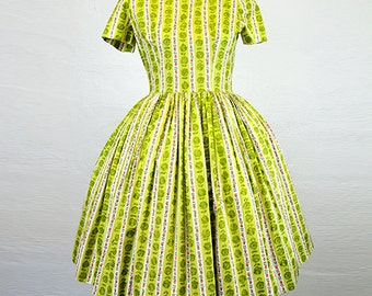 Vintage 1950s Green Cotton Floral Day Dress Small